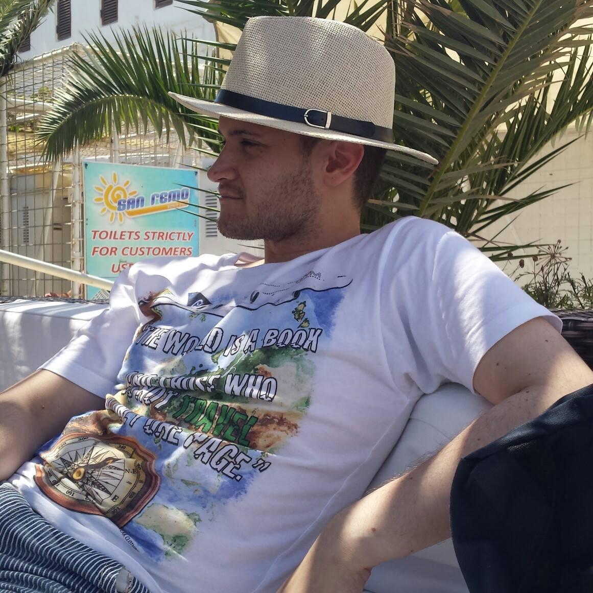 Alex Russo  profile image